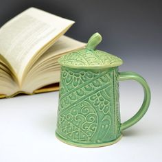 lidded mug for keeping your beverage extra warm! Pottery Mugs, Ceramic Pottery, Zen Tangles, Chocolate Cups, My Cup Of Tea, Ceramic Cups, Clay Creations, Tea Mugs, Mug Cup