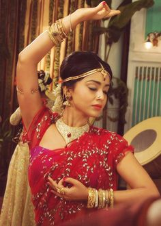 i love the neck piece , though not always a fan of chokers Jaipur, Indian Classical Dance, Exotic Wedding, Style Ethnique, Indian Wear, Indian Style, Red Saree, Neck Piece, Dance The Night Away