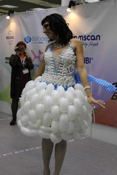 Balloon Pictures, Balloon Dress, Birthday Balloons, Designer Dresses, Wigs, Fashion Show, Plastic, Outfits, Ideas