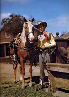 Roy Rogers and Trigger, Dale Evans, Bullet, Gaby Hayes, Andy Devine and Pat Butrum