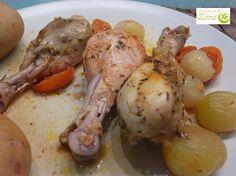 Muslitos de pollo con cebollitas y tomates cherries al horno marinados con vino