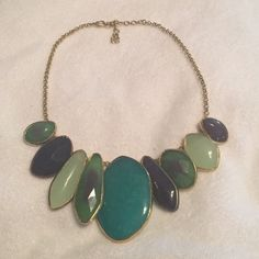 Stella & Dot necklace Green Blue and gold detail necklace Stella & Dot Jewelry Necklaces