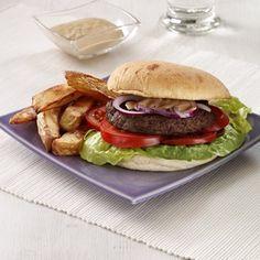 Grillet burger med hummus - og ovnfritter