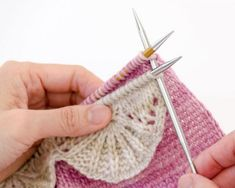 Insert needle into top stitch on front needle, then top stitch on back needle.Sterne stricken - Knitting Projects and Ideas str Knitting Help, Knitting Stiches, Crochet Stitches, Baby Knitting, Knit Crochet, Knitted Baby, Knitted Fabric, Knit Lace, Knitting Wool