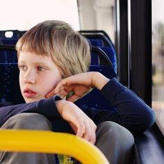 Como diferenciar a síndrome de Asperger do Autismo na criança? A síndrome de Asperger, assim como o autismo, pertence a uma família de transtornos de neurodesenvolvimento em que pode haver prejuízo de processos de socialização, comunicação e aprendizado. #maternidade #clickbaba #clicksitter #mompreneur #cuidadoinfantil #baba #babysitter #maeexecutiva #asperger #autismo #sindrome http://buff.ly/2ti68Ko