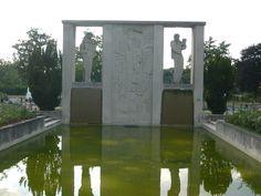 Fontaine Claude de Debussy. 32 bld Lanne, 16éme