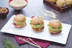 I mini burger di quinoa sono dei burger vegetariani, molto saporiti...perfetti da consumare per una cena tra amici!