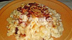 Recept na oblíbené vydatné jídlo rakouských alpských horalů. Jedná se o zapékané halušky se sýrem, uzenou slaninou, kyselou smetanou a posypané zkaramelizovanou cibulí.