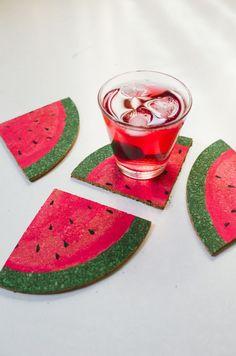 Haz 4 veraniegos posavasos de sandía, con un salvamanteles de corcho [ENG] • DIY sliced watermelon coasters - Kittenhood