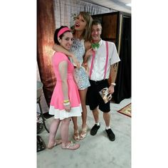 Taylor and fans in Loft Philly! Estilo Taylor Swift, Taylor Swift Concert, All About Taylor Swift, Taylor Swift Songs, Taylor Swift Pictures, Taylor Alison Swift, The 1989 World Tour, Ethel Kennedy, Rare Photos