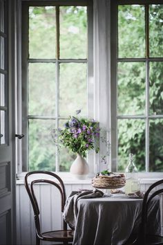 NgLp Designs shares Things We Love: spending summer afternoons in the sunroom ~ with dessert, lemonade, lilacs, and white accents Cottage Renovation, White Fireplace, Cottage Interiors, Slow Living, White Houses, Sunroom, Jasmine, Indoor Outdoor, Table Settings