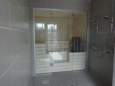 saunan lasiseinä liukuovella - Google-haku Steam Room Shower, Sauna Steam Room, Sauna Shower, Pool Shower, Upstairs Bathrooms, Dream Bathrooms, Spa Rooms, House Rooms, Modern Saunas