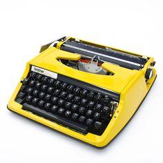 Vintage Schreibmaschinen - Vintage Schreibmaschine Brother - ein Designerstück von ELVISNEVERLEFTTHEBUILDING bei DaWanda