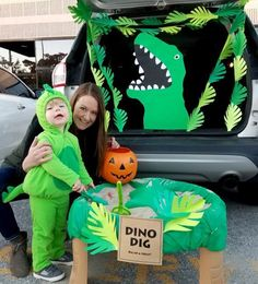 Kasey and son Kaden invited our fellow XO'ers in Omaha to their Dino Dig at our annual Trunk 'r Treat event in Nebraska! Dinosaur Halloween Costume, Family Halloween Costumes, Halloween 2020, Holidays Halloween, Halloween Costumes For Kids, Halloween Party, Halloween Car Decorations, Birthday Party Decorations, Trunk Or Treat