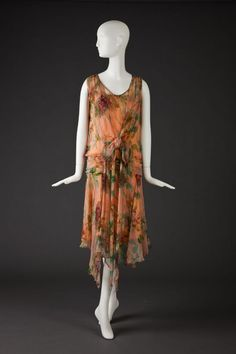 Vintage Fashion fashionsfromhistory Late chiffon daydress from Goldstein Museum of Design - 20s Fashion, Fashion History, Art Deco Fashion, Vintage Fashion, Fashion Design, Belle Epoque, Vintage Dresses, Vintage Outfits, 20s Dresses