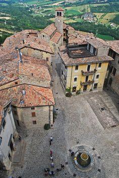 Vigoleno, Emilia Romagna, Italy via @Maria Letizia Romagnoli