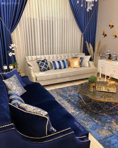Elegant Home Decor On A Budget – HomeDecorously Blue Living Room Decor, Formal Living Rooms, Home Living Room, Interior Design Living Room, Living Room Designs, Elegant Home Decor, Elegant Homes, Home Decor Furniture, Diy Home Decor