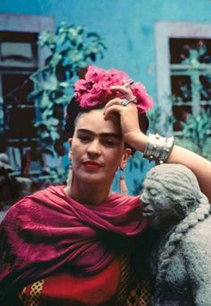 For 10 years, photographer Nickolas Muray and artist Frida Kahlo had an affair. During this time, Muray shot a colorful collection of Frida Kahlo photos. Diego Rivera, Frida E Diego, Frida Art, Fridah Kahlo, Nickolas Muray, Kahlo Paintings, Selma Hayek, Vogue Models, Mexican Artists