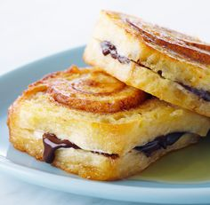 Look at this recipe - Sticky Bun French Toast - from Anna Olson and other tasty dishes on Food Network. Food Network Uk, Food Network Canada, Food Network Recipes, Sweet Breakfast, Breakfast Dishes, Breakfast Recipes, Breakfast Ideas, French Toast Recipe Food Network, Pain Perdu Simple