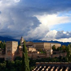Watching the clouds roll in at the beautiful Alhambra #nofilter #clouds #alhambra #granada #andalucia #albaicin #spain #europe #travel #espana #oasis #gorgeous