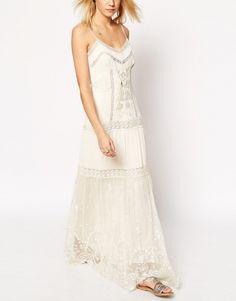 Maxi robe mariée vintage à bretelles avec broderies et inserts en dentelle Asos - ClicknDress