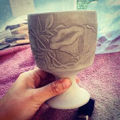 Hand carved goblet Handmade Pottery, Hand Carved, Carving, Tableware, How To Make, Crafts, Joinery, Dinnerware, Manualidades