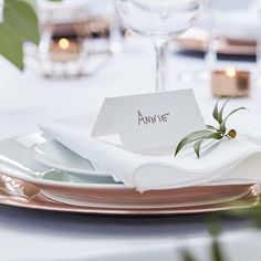 White Place Cards Wedding Decor, Table Place Cards, Rustic Wedding, Guest Name Place Cards, Pack Wedding Name, Wedding Places, Wedding Place Cards, Wedding Table Decorations, Wedding Table Numbers, Wedding Photo Booth Props, Name Place Cards, Wedding Guest Book Alternatives, Botanical Wedding