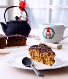 Bonjour Tout le Monde ! Voici une nouvelle recette. Pas tout à fait Noël, mais relativement de saison. Un Gâteau moelleux et fondant, bien aromatisé et chocolaté !Pour sûr il faut aimer le mélange chocolat orange ...Sans ganache, il me fait beaucoup penser...