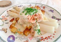Witte asperges met zalm en zelfgemaakte aspergesaus - Keuken♥Liefde Bon Appetit, Camembert Cheese, Dips, Dinner, Food, Strawberry Fruit, Recipe, Dining, Sauces