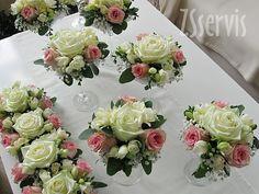 Květinové aranžmá v číši. Růže, fresie, gypsofila, eucalyptus, organza. Číše na zapůjčení. UPOZORNĚNÍ: Kytice z řezaných květin nezasíláme přepravní