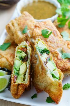Cheesecake Factory Avocado Egg Rolls Recipe : Crispy avocado and sundried tomato egg rolls with a tasty tamarind and cashew dipping sauce. Think Food, I Love Food, Good Food, Yummy Food, Vegetarian Recipes, Cooking Recipes, Healthy Recipes, Avocado Egg Rolls, Egg Roll Recipes