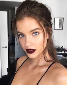 Beauty Trends That Will Be Huge in 2017 Beauty Trends That Will Be Huge in 2017 - Jingle Ball ✨ // z.Celebs Barbara Palvin More Barbara Palvin looked smoking hot as she channeled some serious sassy vibes by dressing up in a silk slip inspir. Barbara Palvin, Makeup Trends, Beauty Trends, Makeup Ideas, 2017 Makeup, Beauty Kit, Beauty Hacks, Hair Beauty, Beauty Makeup