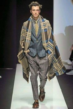Vivienne Westwood Fall/Winter 2015 Menswear Collection: Remixed Dandy Fashions are Gender Neutral High Fashion, Winter Fashion, Fashion Show, Mens Fashion, Fashion Outfits, Fashion Design, Milan Fashion, Men's Outfits, Fashion Menswear
