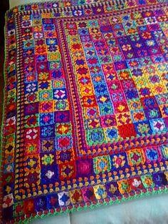 My daughter's blanket left end Crochet Fish, Crochet Quilt, Crochet Blocks, Crochet Home, Knit Or Crochet, Granny Square Crochet Pattern, Crochet Squares, Crochet Granny, Crochet Heart Blanket