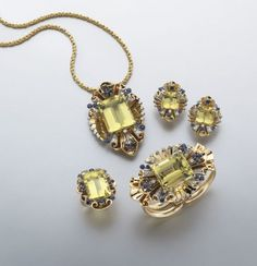 Deco/Retro Tiffany and Co. golden beryl, diamond, and sapphire parure set featuring a necklace/brooch conversion, bracelet, earrings and ring