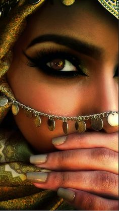 Exotic bday photo shoot inspiration arabic eyes, beauty и beautiful eyes. Arabian Eyes, Arabian Beauty, Arabian Nights, Mascara, Eyeliner, Arabic Makeup, Indian Makeup, Hidden Beauty, Exotic Beauties