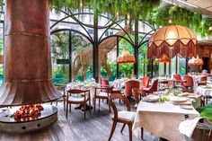 Play golf in Madrid isn't the only thing you can do, then here comes top 10 popular restaurants that any golfer is going to love in Madrid. Madrid Nightlife, Madrid Restaurants, Madrid City, Foto Madrid, Tapas Restaurant, Luxury Restaurant, Perfect Place, The Good Place, Brazilian Restaurant