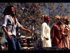 Tema del gran Bob Marley Could you be loved.. Ni lo pienses........ Bailá..... que el Alma fluya dentro de tu cuerpo. Bless Bless..