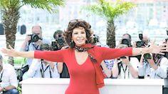 En mayo, en Cannes  Escultural como siempre, fue una de las atracciones del último festival de cine. FOTO: ARTHUR MOLA / AP