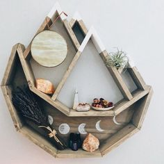 62 simple but practical DIY shelves decoration ideas - Page 25 of 62 - Love . - 62 simple but practical DIY shelves decoration ideas – Page 25 of 62 – LoveIn Home – DIY, she - Handmade Home Decor, Cheap Home Decor, Diy Home Decor, Home Decor Shelves, Handmade Decorations, Decor Crafts, Diy Crafts, Diy Interior, Interior Design