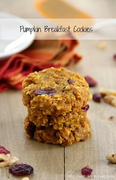Pumpkin Breakfast Cookies - making these for my son! So easy to make, something he will eat and can take in his lunchbox! Baked Pumpkin, Pumpkin Recipes, Fall Recipes, Real Food Recipes, Cooking Recipes, Yummy Food, Diet Recipes, Pumpkin Oatmeal, Vegan Pumpkin