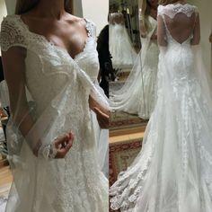 Las capas velo son tendencia entre las novias #innovias Lace Wedding, Wedding Dresses, Fashion, Cape Clothing, Bridal Veils, Wedding Dress Lace, Bridal Gowns, Saddle Pads, Brides