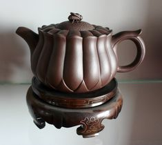 Bee and flower Yixing teapot