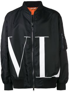Well know for their edgy yet sophisticated styling, Valentino offers the ultimate in Italian luxury. With the signature VLTN emblazoned across the body, this jacket features a stand up collar, a front zip fastening, zipped sleeve pocket and long sleeves. Designer Jackets For Men, Casual Outfits, Men Casual, Converse Outfits, Cowboy Outfits, Casual Suit, Casual Styles, Smart Casual, Valentino