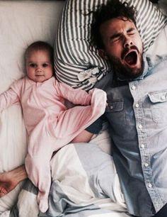 """""""Nate, para de bocejar! Eu estou tentando tirar foto do primeiro golpe certeiro de sua filha!"""" -- Nathaniel e Hazel"""