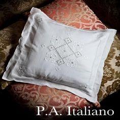 Copricuscini : COPRI CUSCINO ricamato A MANO made in Italy LINO Punto Antico Italiano