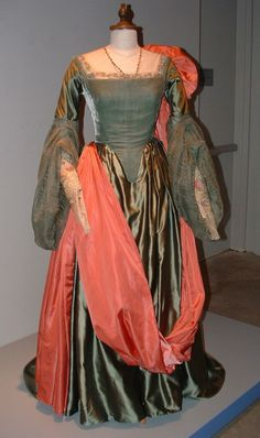 Elizabeth I movie costumes | Beautiful gown worn by Cate Blanchett in Elizabeth | Movie Costumes