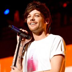 Louis Tomlinson: One Direction Singer Welcomes Baby Boy With.: Louis Tomlinson: One Direction Singer Welcomes Baby Boy… Danielle Campbell, Louis Tomlinson Son, Briana Jungwirth, Freddie Reign, Brave, Bon Point, Welcome Baby Boys, Kiss Fm, One Direction Singers