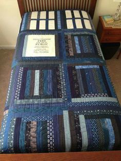Love the patchwork Tardis quilt! Dr Who, Doctor Who Quilt, Doctor Who Craft, Doctor Who Bedroom, Doctor Who Decor, Doctor Who Gifts, Quilting Projects, Sewing Projects, Denim Decor