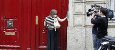 Agentes de la Policía, bajo la dirección de un juez instructor, registraron ayer el domicilio del expresidente francés, Nicolás Sarkozy, y sus despachos profesionales en París, en el marco de la investigación por la presunta financiación ilegal de su campaña en 2007.